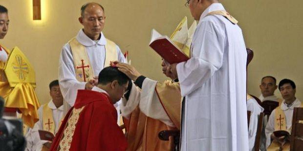 ORDENAN EN CHINA 3 NUEVOS OBISPOS CON AUTORIZACIÓN DEL VATICANO  Los nuevos prelados son Mons. Giovanni Battista Wang Xiaoxun como Obispo coajutor de Ankang; Mons. Giuseppe Tang Yuange en la Diócesis de Chengdu, y Mons. Lei Jiapei en la Diócesis de Xichang.  https://www.aciprensa.com/noticias/ordenan-en-china-3-nuevos-obispos-con-autorizacion-del-vaticano-34005/