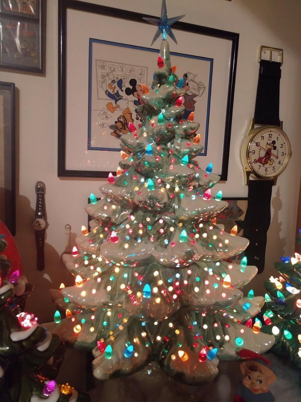 Vintage Ceramic Christmas Tree Lighted Rare Music Box Base 100s Of Lights Vintage Ceramic Christmas Tree Ceramic Christmas Trees Ceramic Christmas Tree Lights