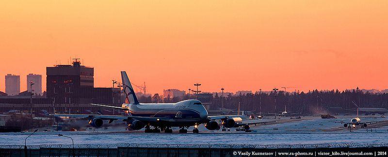 AirBridgeCargo Boeing 747 prepears for take-off