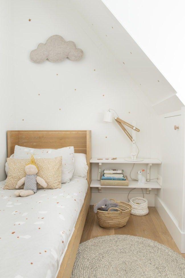 Chambre Enfant Aux Tons Neutres Design Scandinave Nuage Neutral Shades Kid S Bedroom Nordic Desig Neutral Kids Room Scandinavian Kids Rooms Kid Room Decor