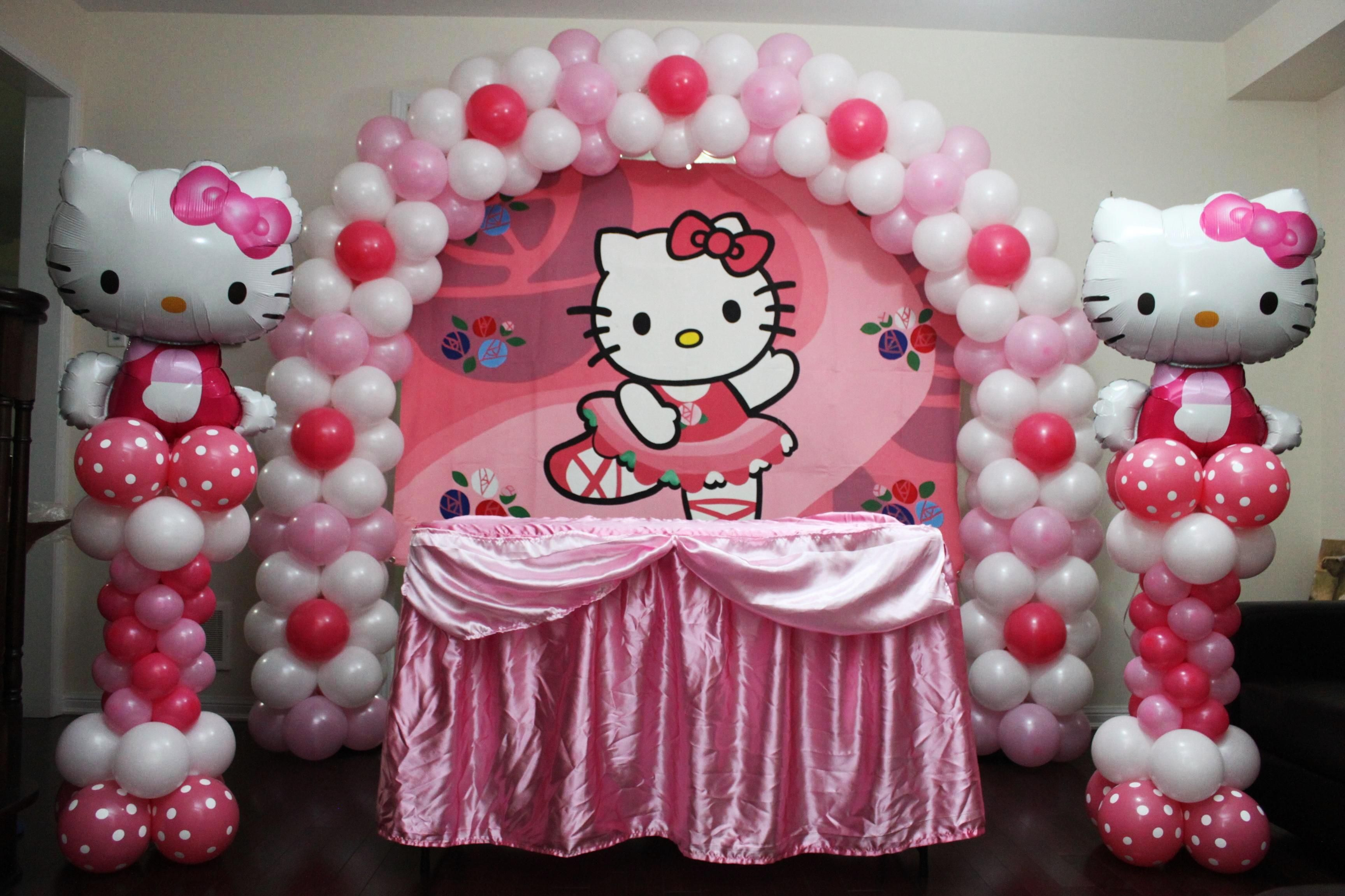 Balloons more by ryan hello kitty theme party hello - Decoration hello kitty chambre bebe ...