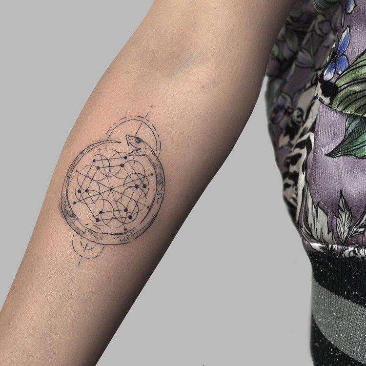 geometrische tattoos bedeutung und coole designs f r. Black Bedroom Furniture Sets. Home Design Ideas