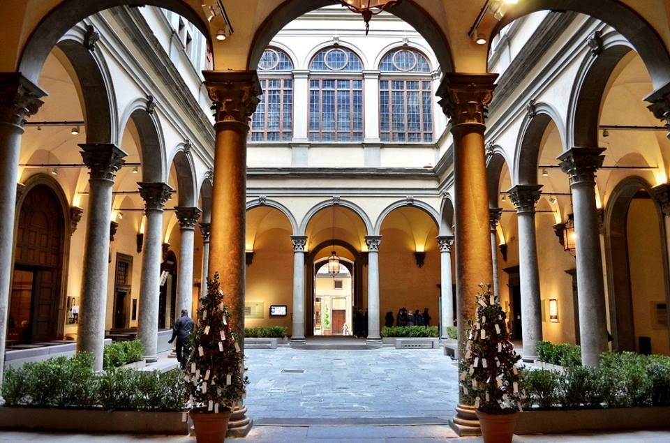 A #courtyard is a great feature of traditional #Italian architecture. Do you live in a newer building or one of the many old apartments in the city? #Florence www.florenceisyou.com