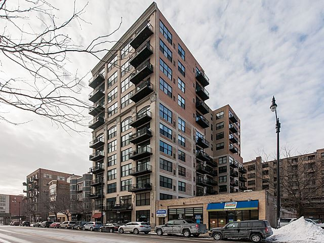 1516 South Wabash Avenue #701, Chicago, IL 60605 — Terrific 2bdrm/1.5bth loft. Prime S-Loop location. Great E/N/S views from large balcony & living space (wall of windows). X-tall ceilings, exposed brick, upgraded ktchn w/ss aplcs & granite tops, high-end Bamboo flrs, Mahogany doors, master suite w/WIC, fireplace, etc. W/D in unit & 1 gar pkng INCLUDED (2ND available!). Great association is prof managed-fitness rm, storage, nice lobby. Bldg next to park(w/dog park)