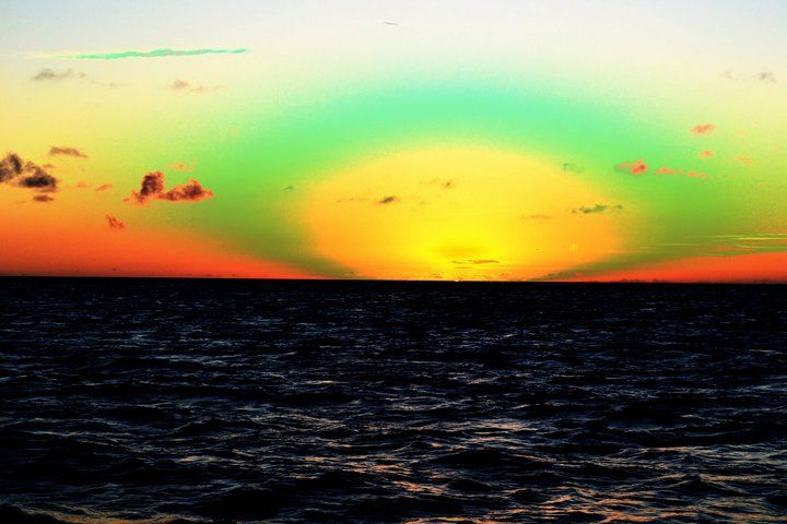 The green flash. happens the second that the sun goes down. Usually only found over wide spaces of water and it comes from some light refraction pattern Ship Silhouette, South Pacific, Night Lights, Marine Life, Sea Creatures, Oahu, Amazing Nature, Science Nature, Sunsets