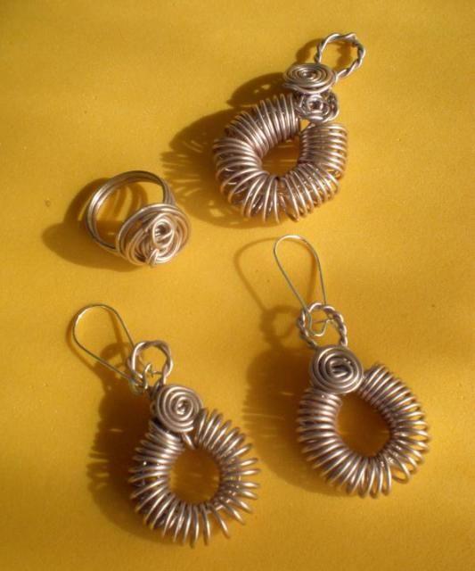 ezebee - Conjunto colgante, pendientes y anillo. Wire set