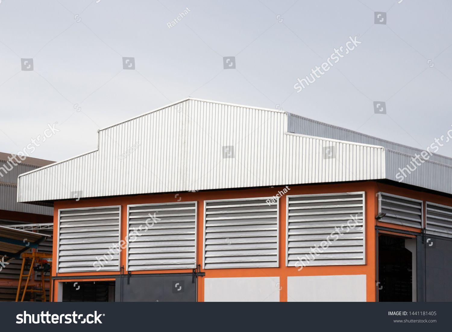Metal Factory Roof Warehouse And Industrial Building Corrugated Roofing Sponsored Affiliate Roof War In 2020 Shed Roof Design Industrial Buildings Roof Design