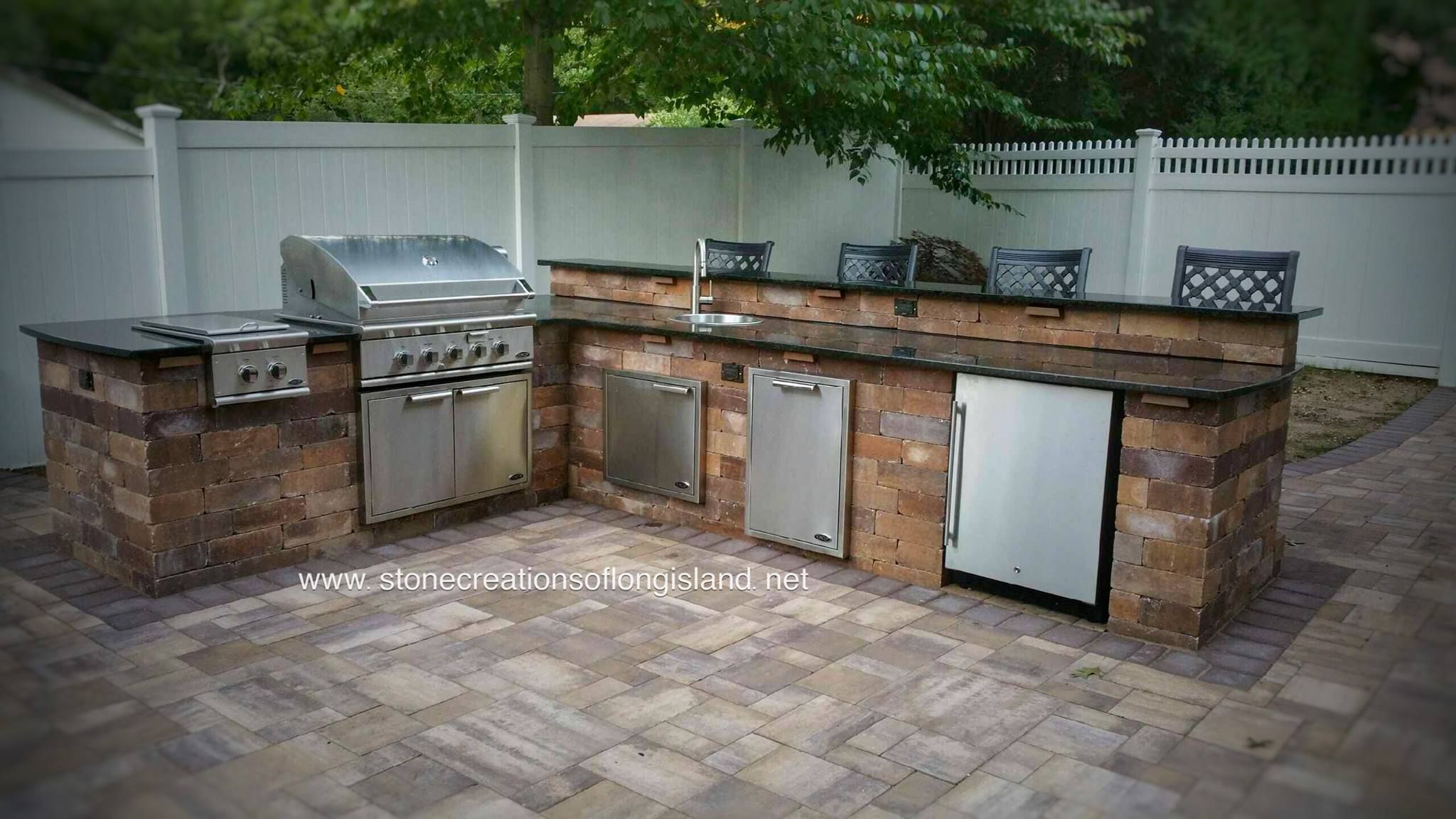 Who Wouldn T Want To Grill Up A Feast In This Outdoor Kitchen Put All The Amenities Outdoor Kitchen Island Outdoor Kitchen Kitchen Island With Sink