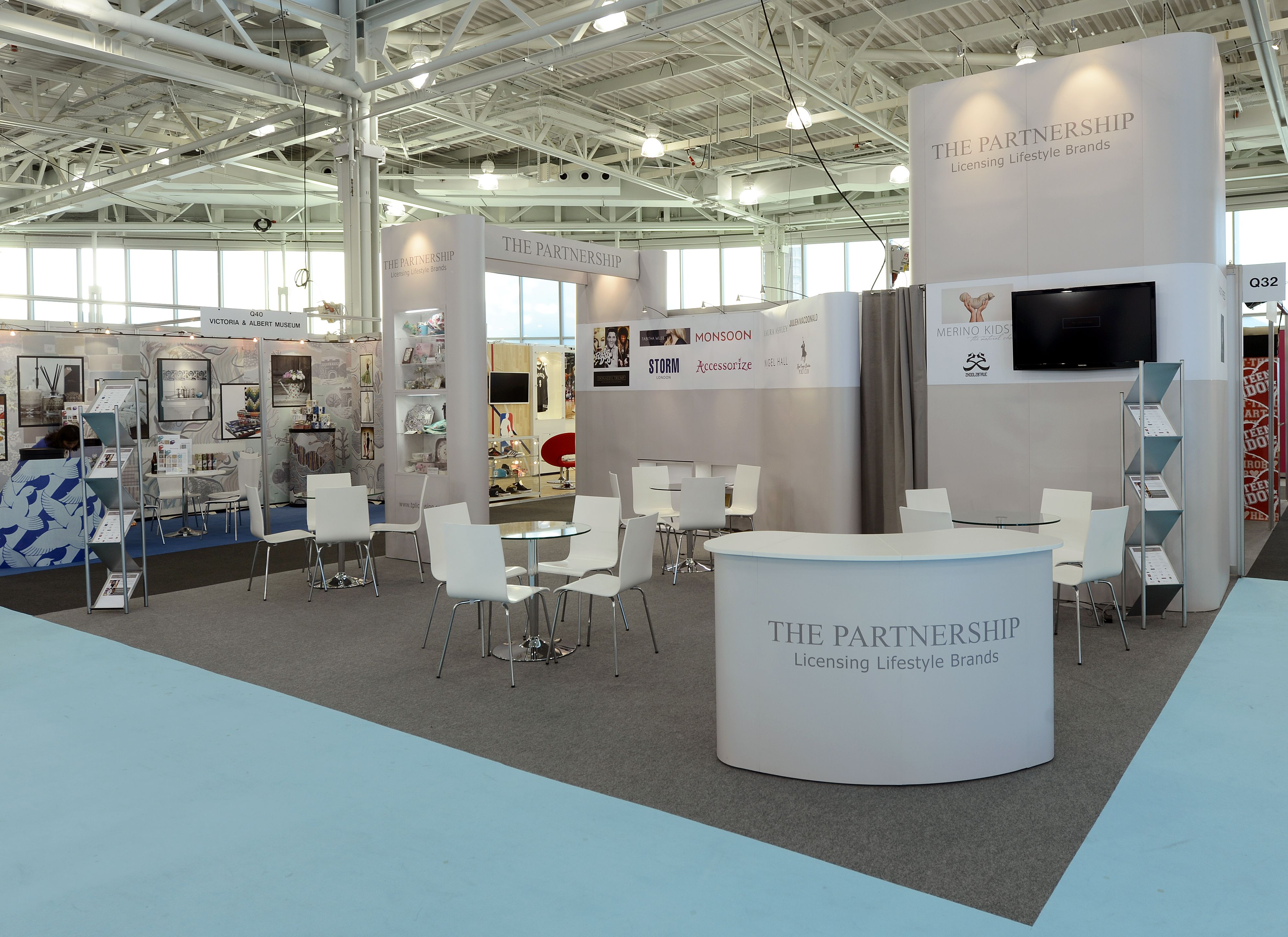 Trade Stands Olympia : Exhibition stand for the partnership at brand licensing