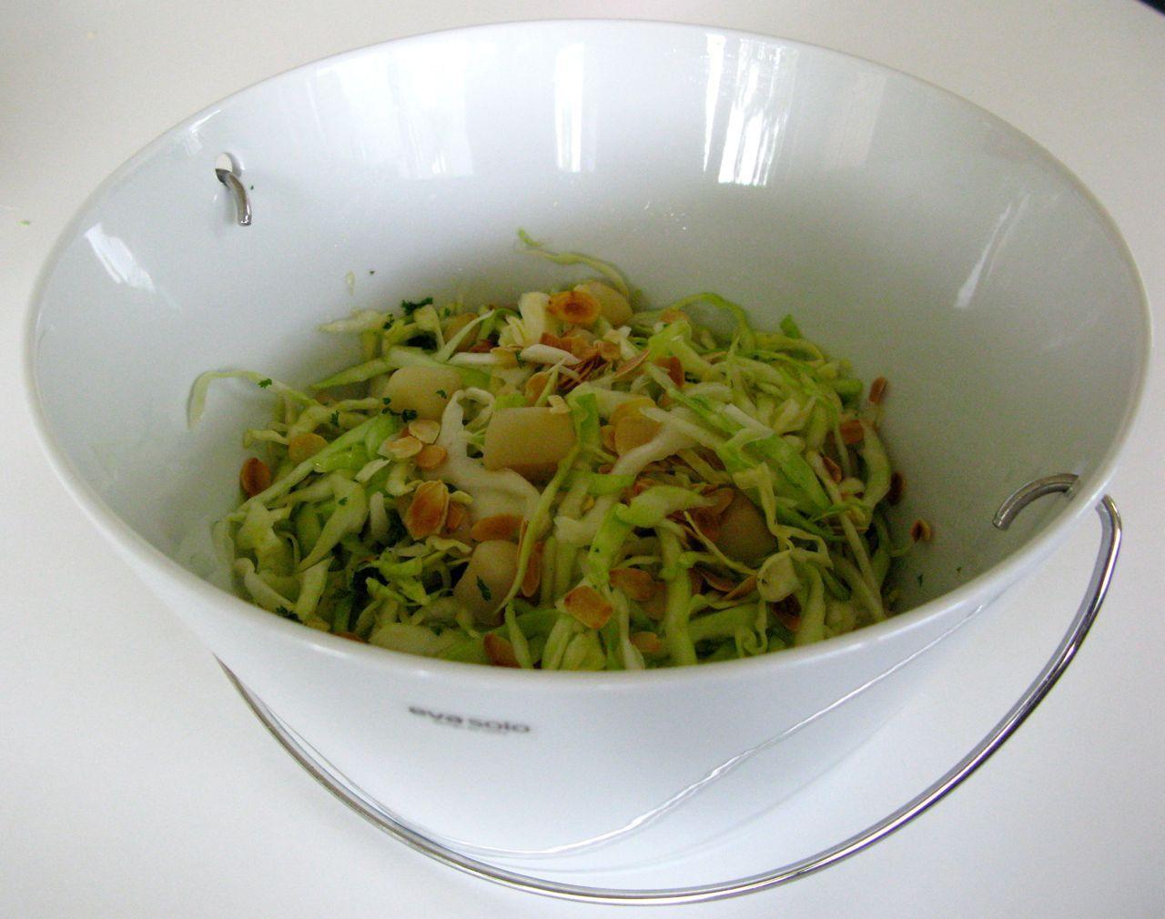 http://www.koken.be/recept/zomerse_salade_van_witte_kool_en_peer