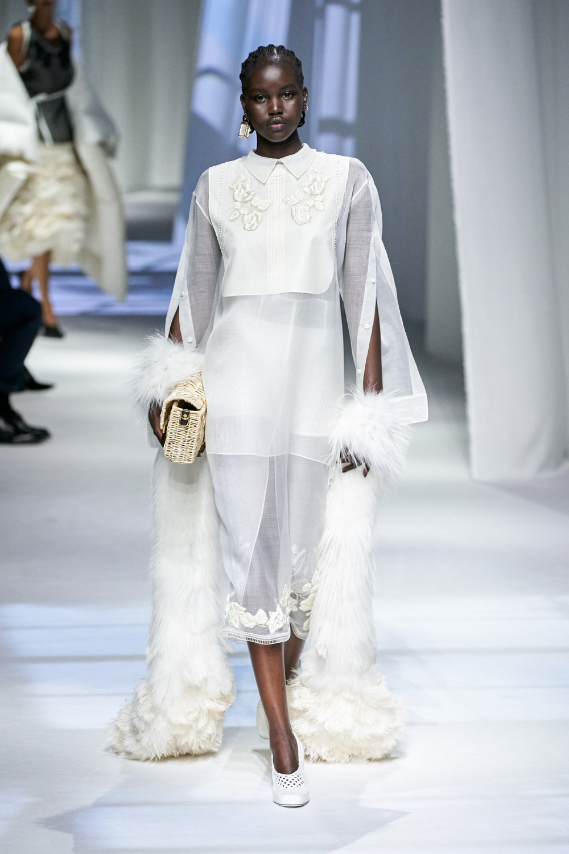 Silvia Venturini Fendi Showcases Her Final Ss21 Collection For Fendi Womenswear Fashion Fashion Show Ready To Wear [ 1500 x 1000 Pixel ]