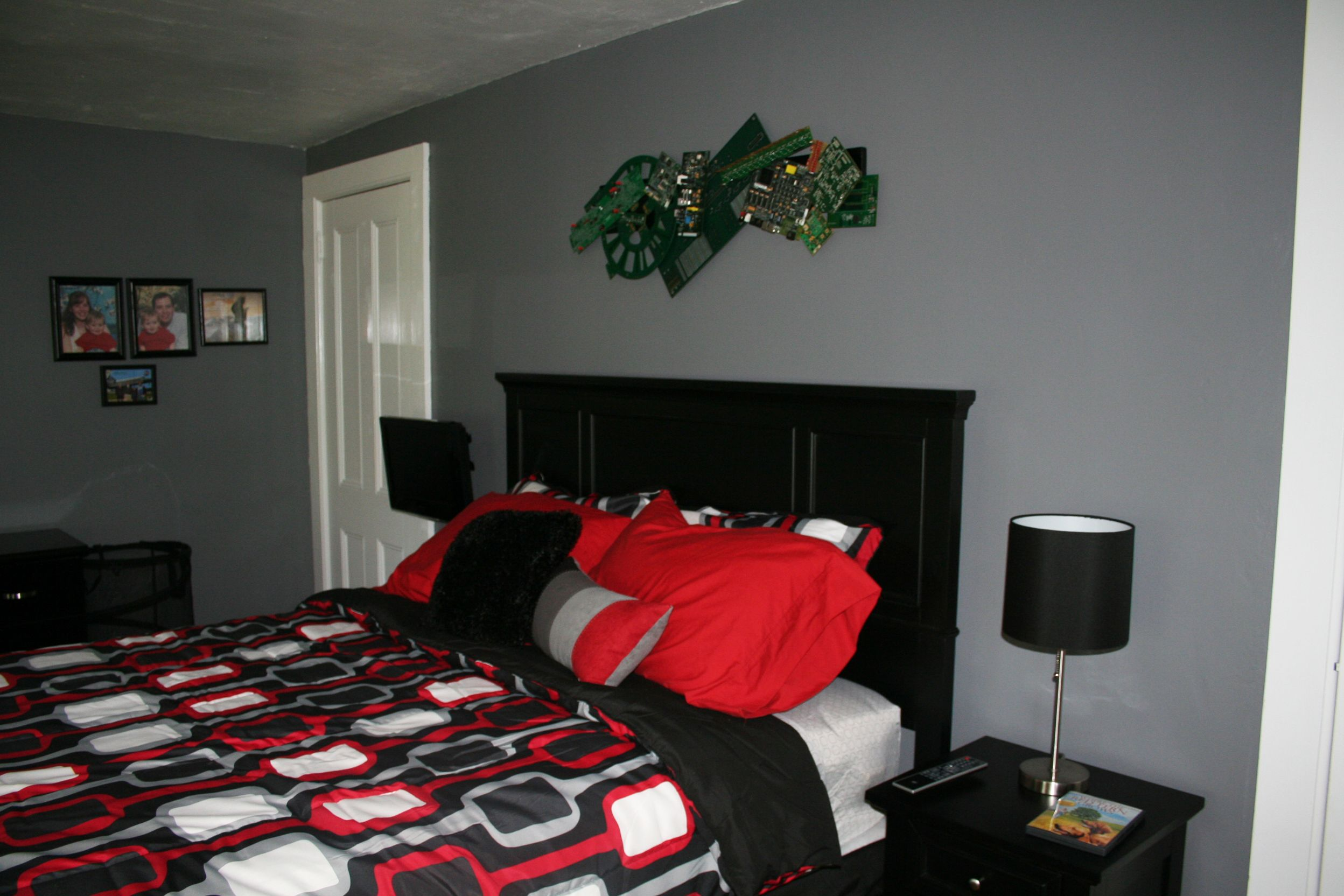 Red black and grey color scheme tween boy 39 s bedroom for Bedroom designs red and black