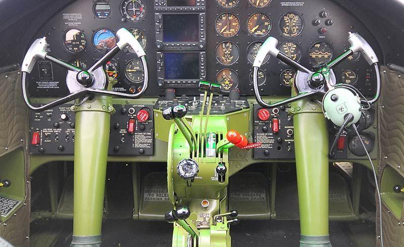 Cockpit B-25J Mitchell - 'Russian Ta Get Ya'