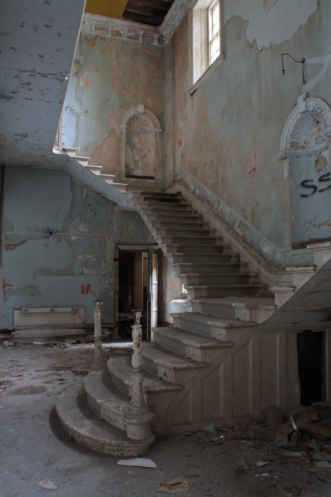 Abandoned Lincolnshire County Asylum / England