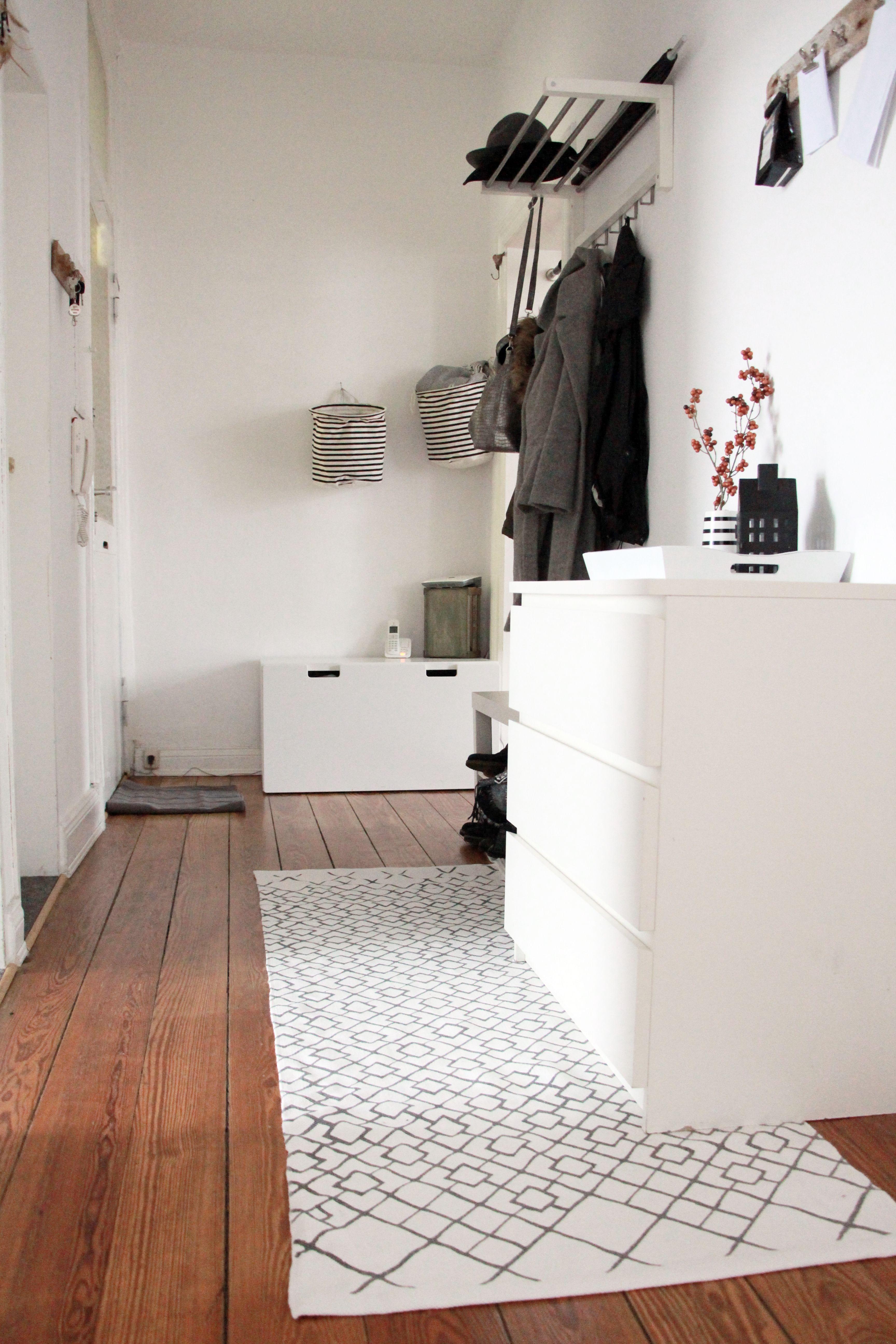 den flur im klassischen scandinavian minimalismus look stylen interior bohemian look. Black Bedroom Furniture Sets. Home Design Ideas