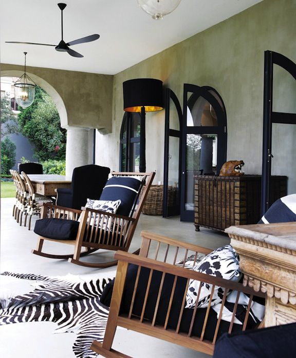 Inspirado Por Tessa Proudfoot Black And White Outdoor Room Porch With Rocking Chairs And Zebra Rug African Interior African Interior Design African Home Decor #zebra #rugs #for #living #room