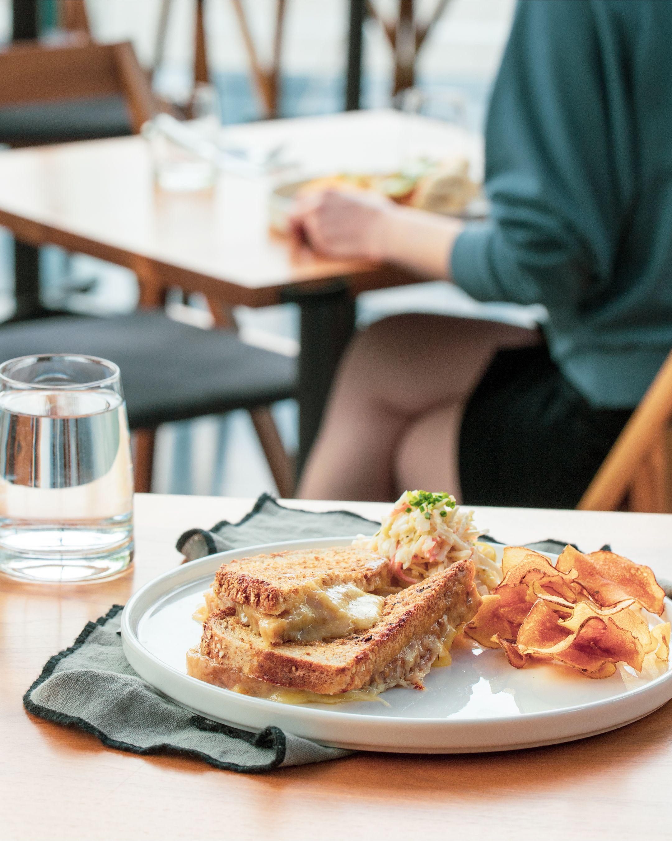 Cafe Quebecor Signe Restos Plaisirs In 2020 Food Breakfast Toast