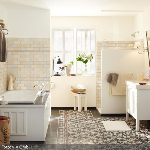 Ein Mix Aus Fliesen Badezimmer Jugendstil Badezimmergestaltung Badezimmer Design