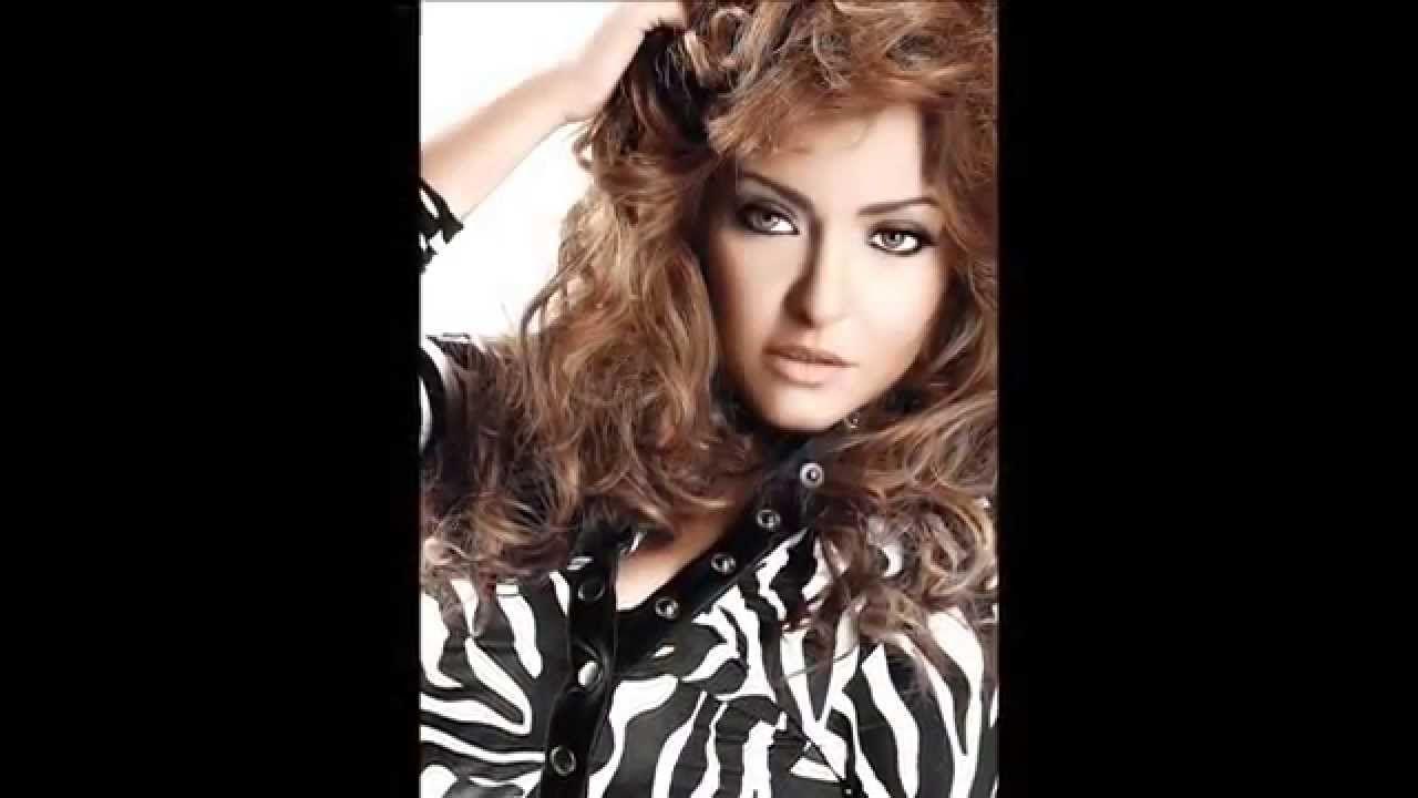 ممثلة مصرية نشأت لفترة طويلة في مدينة الاسكندرية وتخرجت من قسم التصوير بكلية الفنون الجميلة عام 1994 ثم توجهت للدراسة بالمعهد العا Women Women S Top Fashion