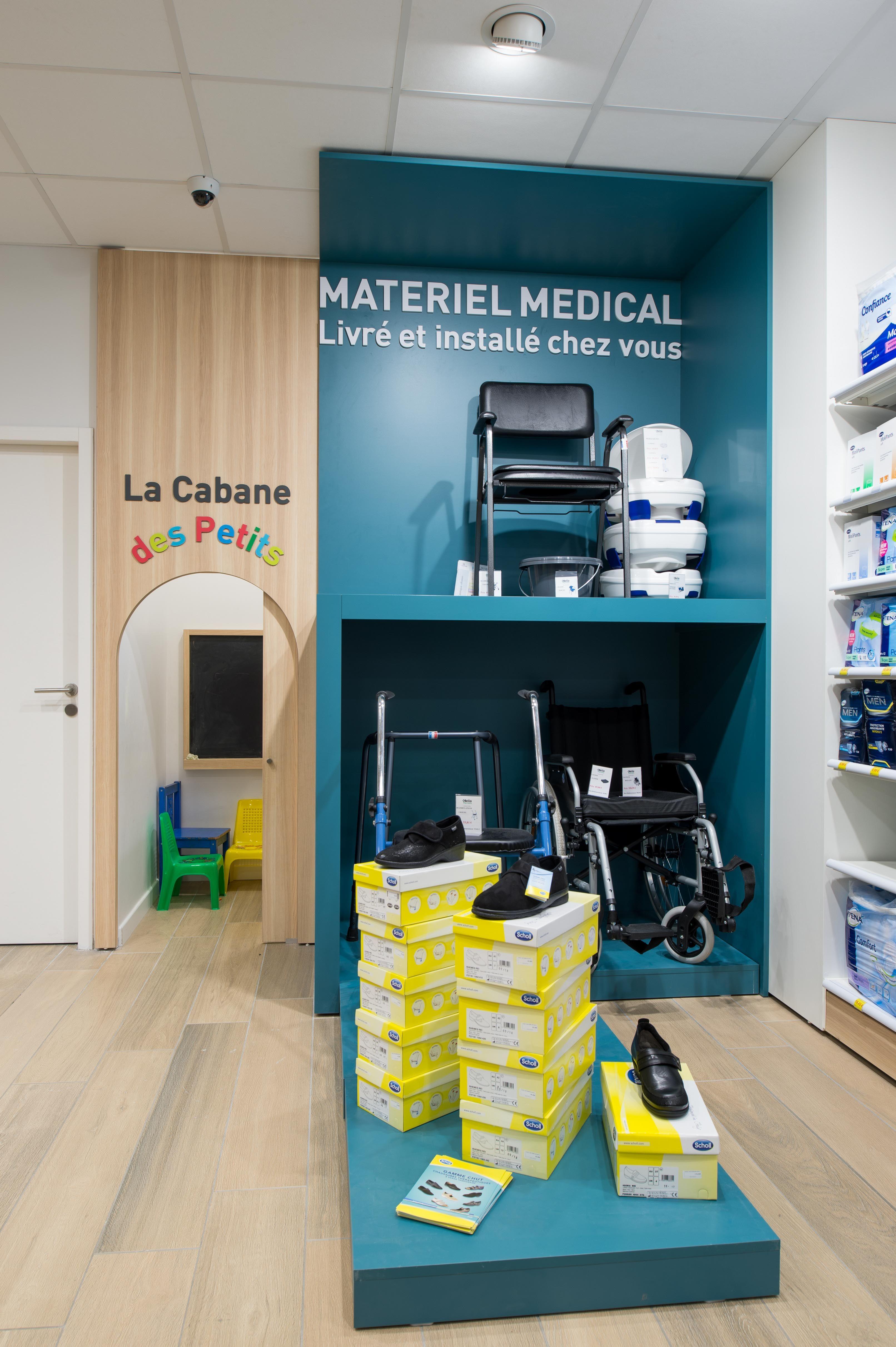 Corner Mad Hello Pharmacie Montelimar 26 Pharmacie Agencement Pharmacie Pharmacie Design