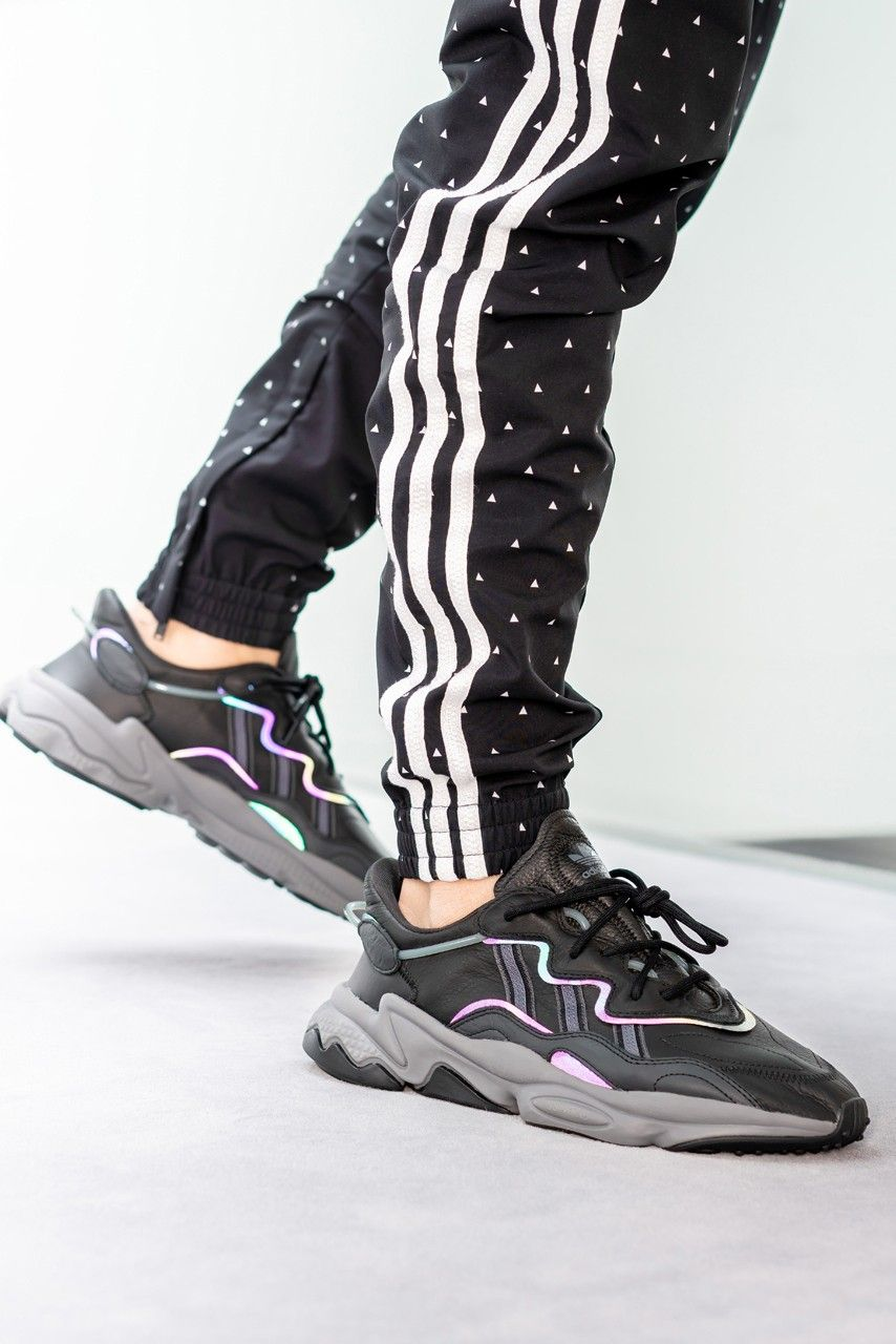 Black In At Adiprene Foot The On Adidas Look First Oz 80mnNvw