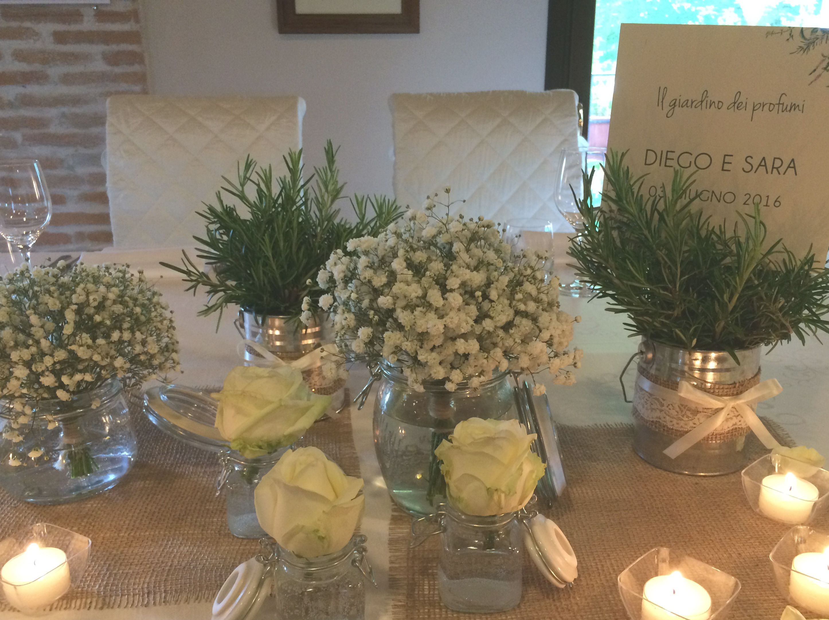 Tavolo nuziale ~ Centrotavola sposi matrimonio erbe aromatiche e gypsophila