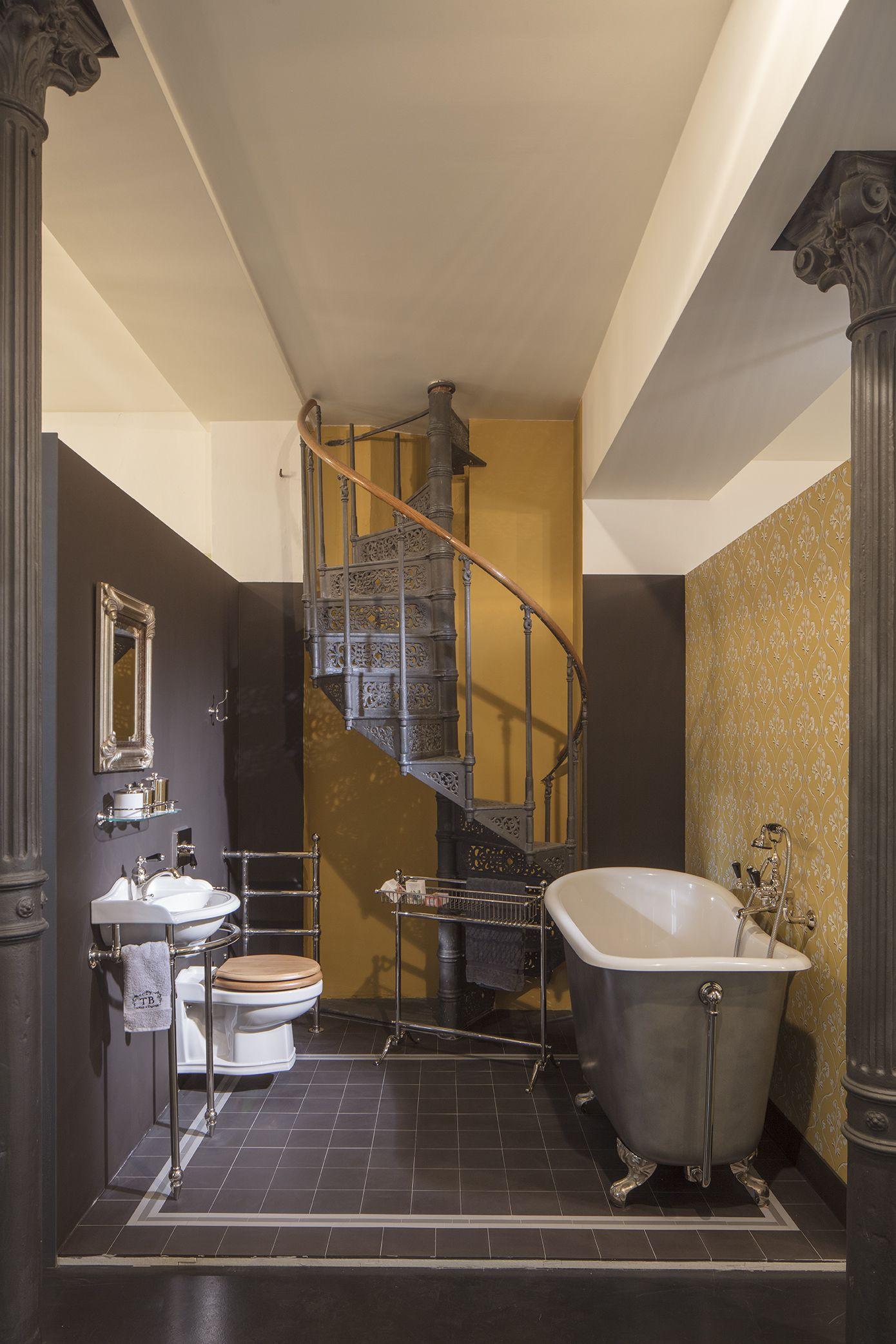 Besonders Stilvoll Und Mit Einem Hauch Echter Nostalgie Verzaubert Dieses Englische Badezimmer Welches Mit Traditionelle Bader Bad Einrichten Bad Inspiration