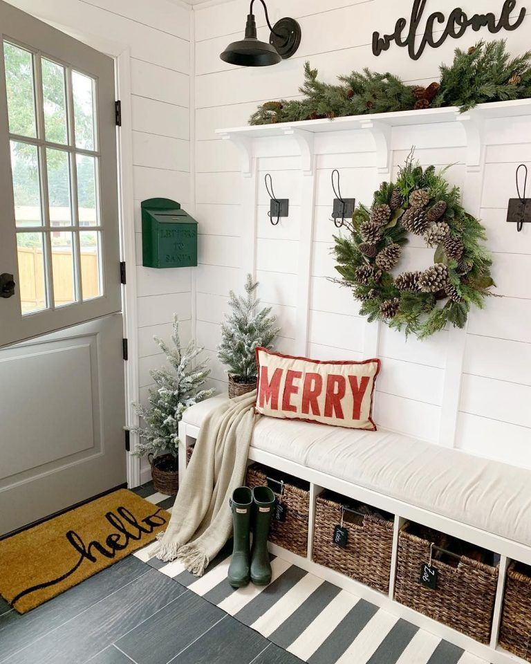 Secondary Entryway Designs: 19 Amazing Christmas Entryway Ideas (Farmhouse Style