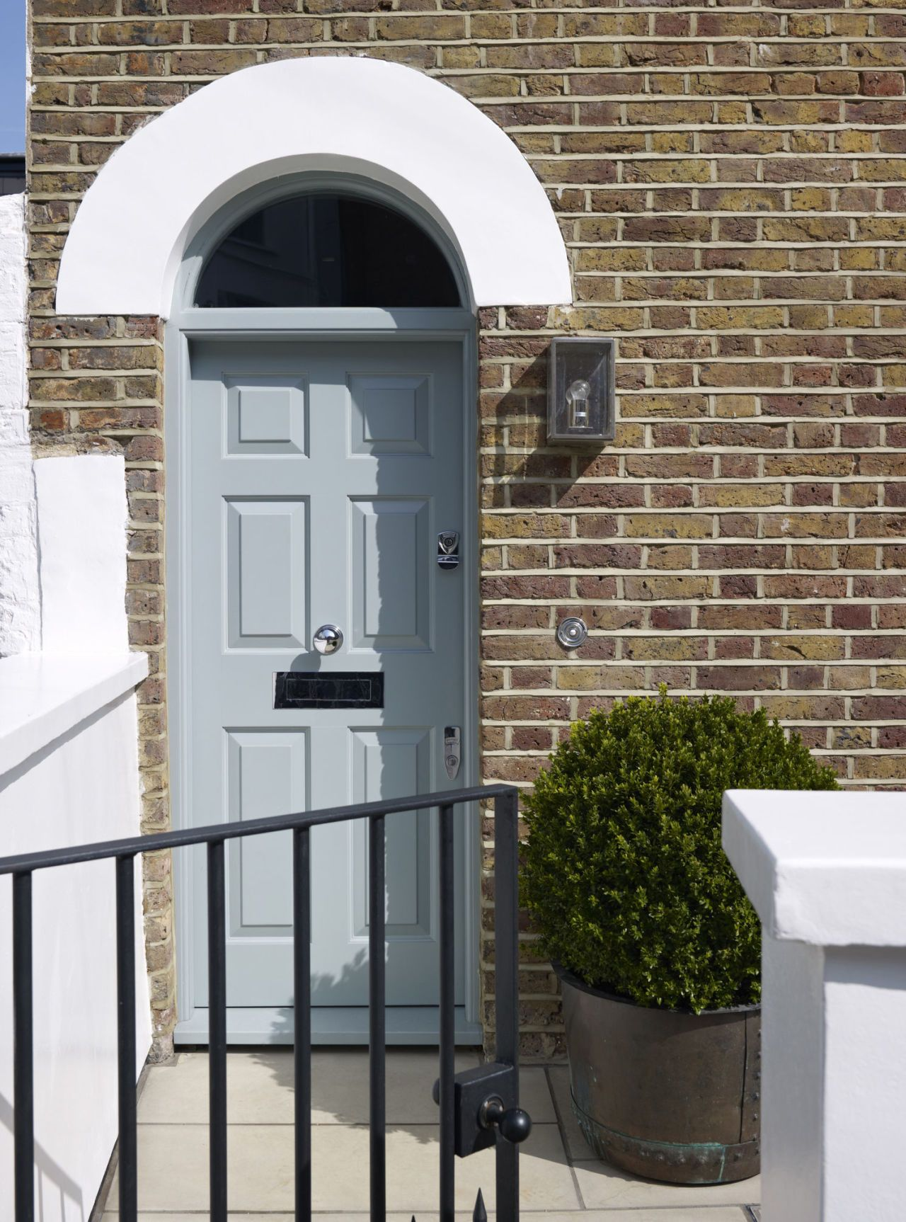 These are the ontrend colours you should paint your front door