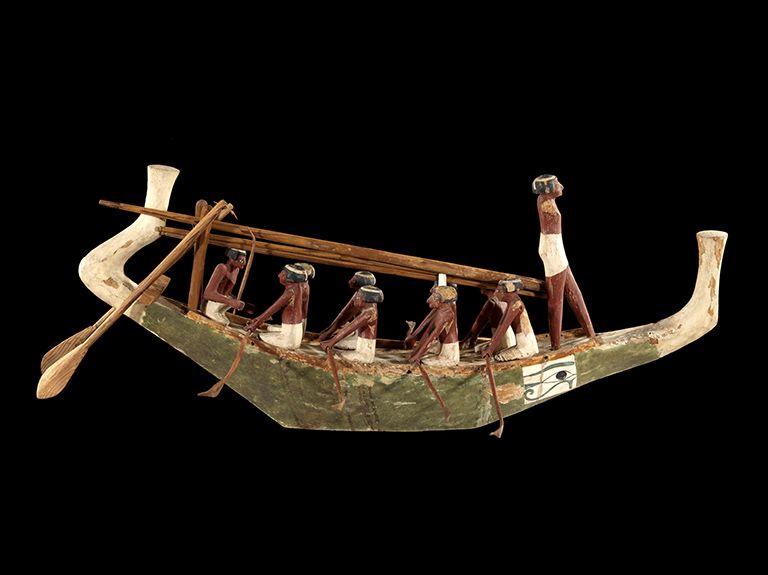 Modèle de bateau de la tombe de Nakhti à Assiout, vers 1950 - 1900 avant J.-C, au début de la 12e dynastie. Egypte