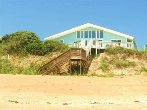 Blue Ocean Breeze Flagler Beach (Florida) Set in Painters Hill, this holiday home is 43 km from St. Augustine. The property is 38 km from Daytona Beach and boasts views of the sea. Free private parking is available on site.  The unit fitted with a kitchen with a dishwasher and oven.