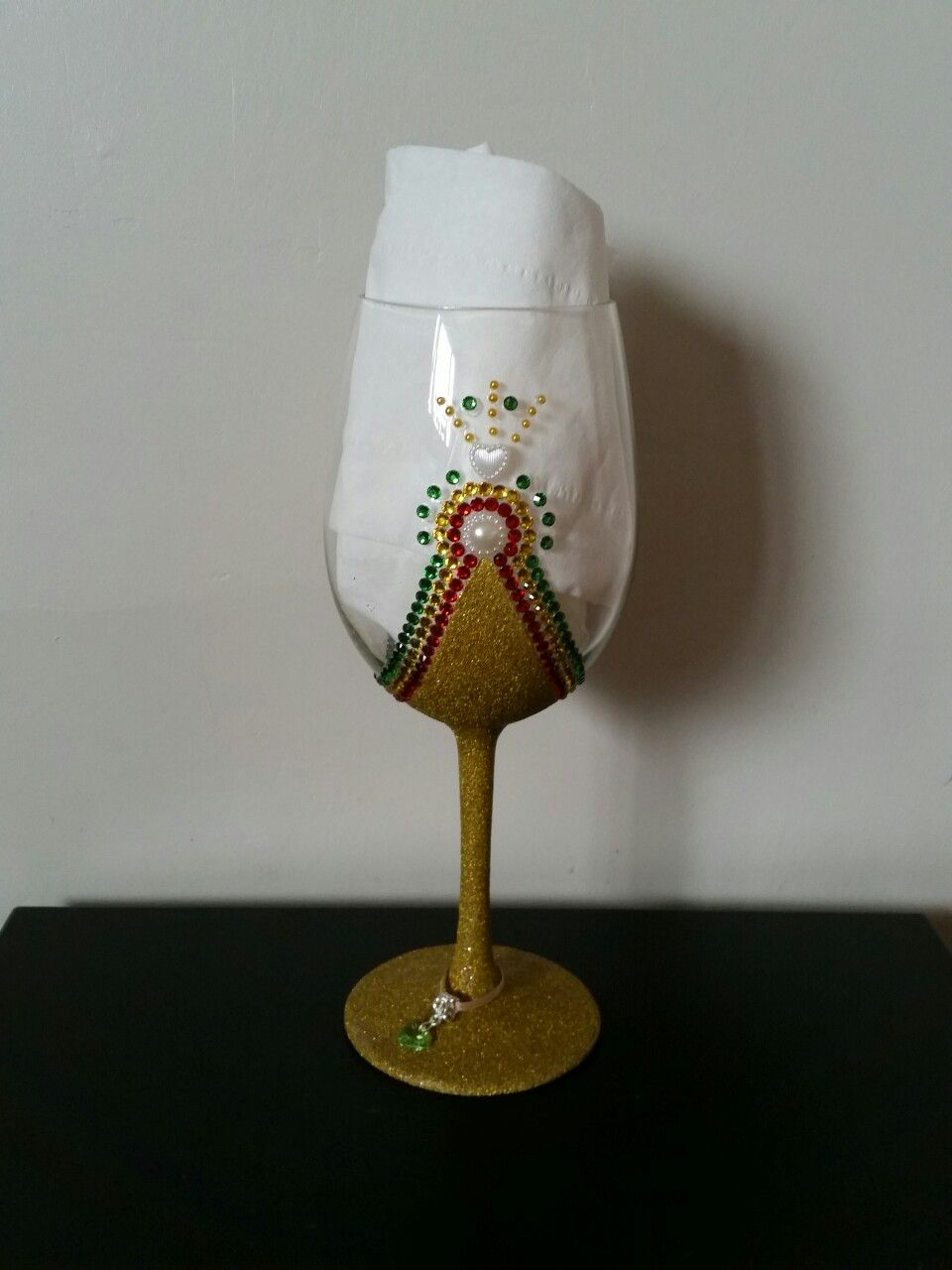 Extra Large Wine Glass With Gold Glitter And Rasta Coloured