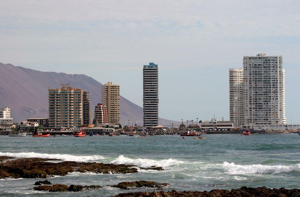 https://flic.kr/p/7P3sVU | Torres en Península Cavancha. | Iquique. Chile. 2010.