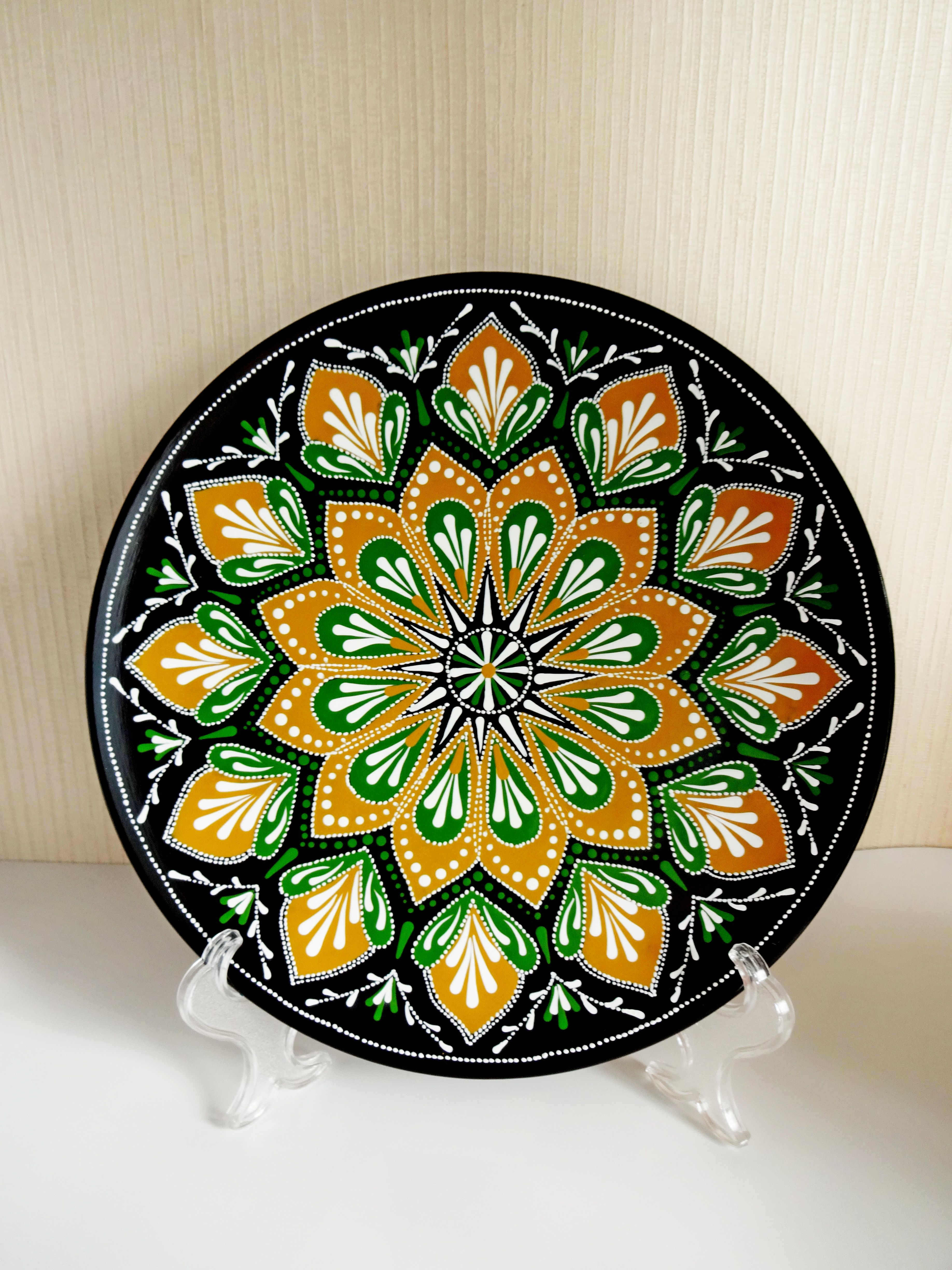 Decorative Plates For Hanging Restaurant Wall Decor Large Decorative Hand Painted Plate Large Decorative Christmas Plate Majolica Plates In 2021 Hand Painted Plates Decorative Plates Restaurant Wall Decor