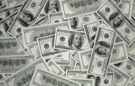 Долара в Україні стає все менше і менше