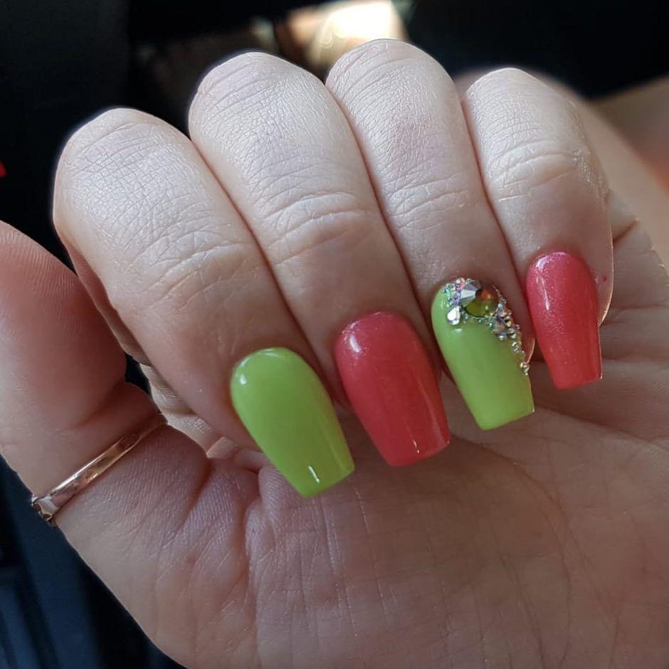 Hot Sunset Fresh Lime Was Fur Eine Coole Kombi Findet Ihr Nicht Auch Juliananails Machsdirdochselbst Gellacknails In 2020 Nails Inspiration Nails Beauty