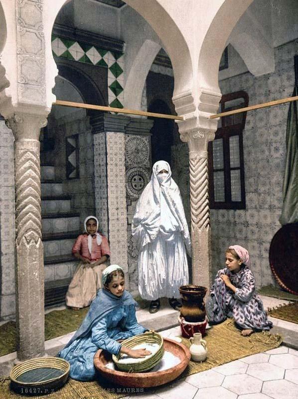 Luce Ben Aben, Women preparing couscous, Algiers, 1899