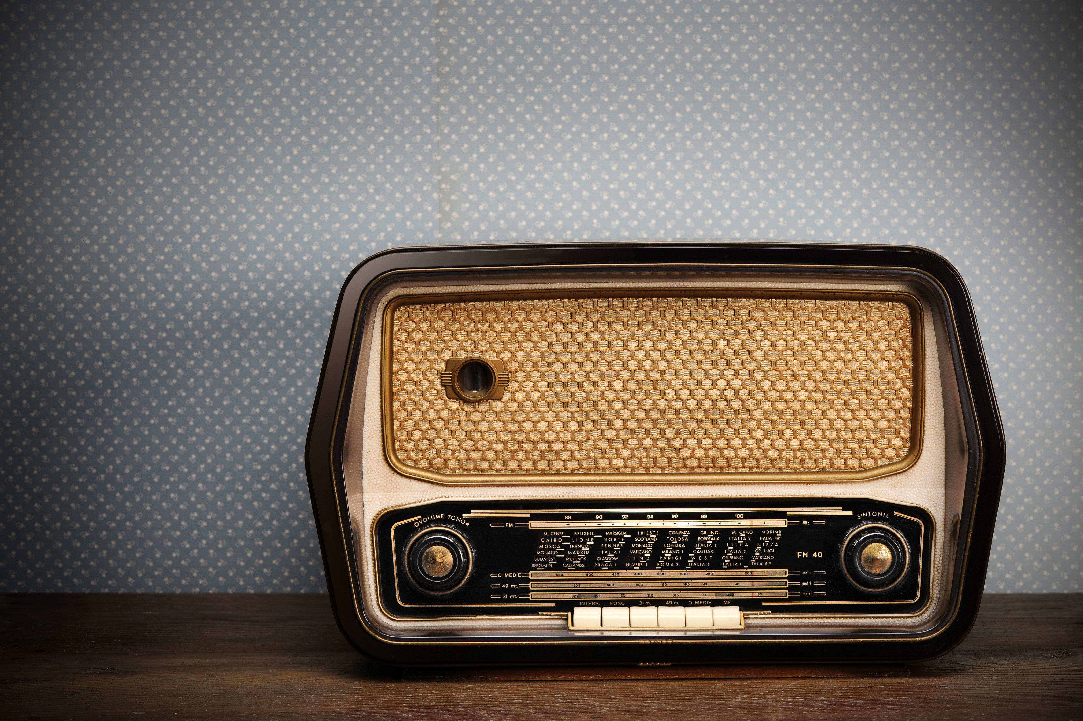 Black And Beige Radio Style Retro Old Radio 4k Wallpaper Hdwallpaper Desktop Vintage Radio Radio Evangelism