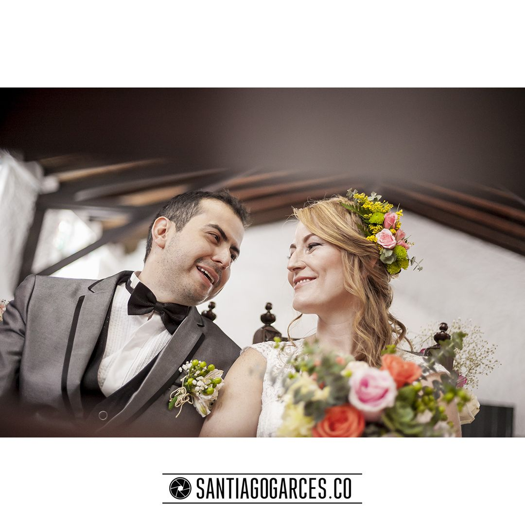 Santiagogarces.co | + | Diegoalzate.com @Santiagogarces.co #fotografía #social #groom #weddings #lovestory #justmarried #love #weddingideas LUMINOTECNIA @angela__posada #amor #love #fotosmatrimonio #matrimonio #santiagogarces.co #colombia #Fotografo #strobist #portrait Para ver más visita Santiagogarces.co