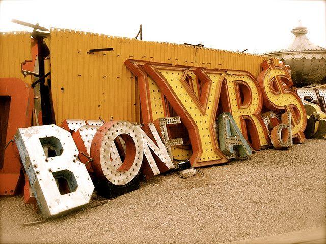 Pam Sattler gamle skilt nydelig typografi Las Vegas