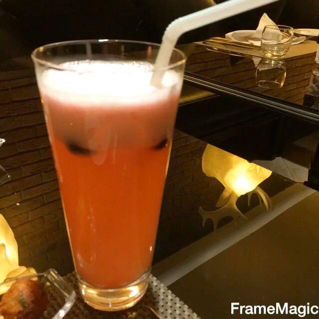 عشانا اليوم في مطعم الان الرياض طريقة العروبة الخريطة وأرقام الحجز على الموقع Saudiguides Com المكان جميل جدا والديكور رائع Glass Of Milk Glassware Food