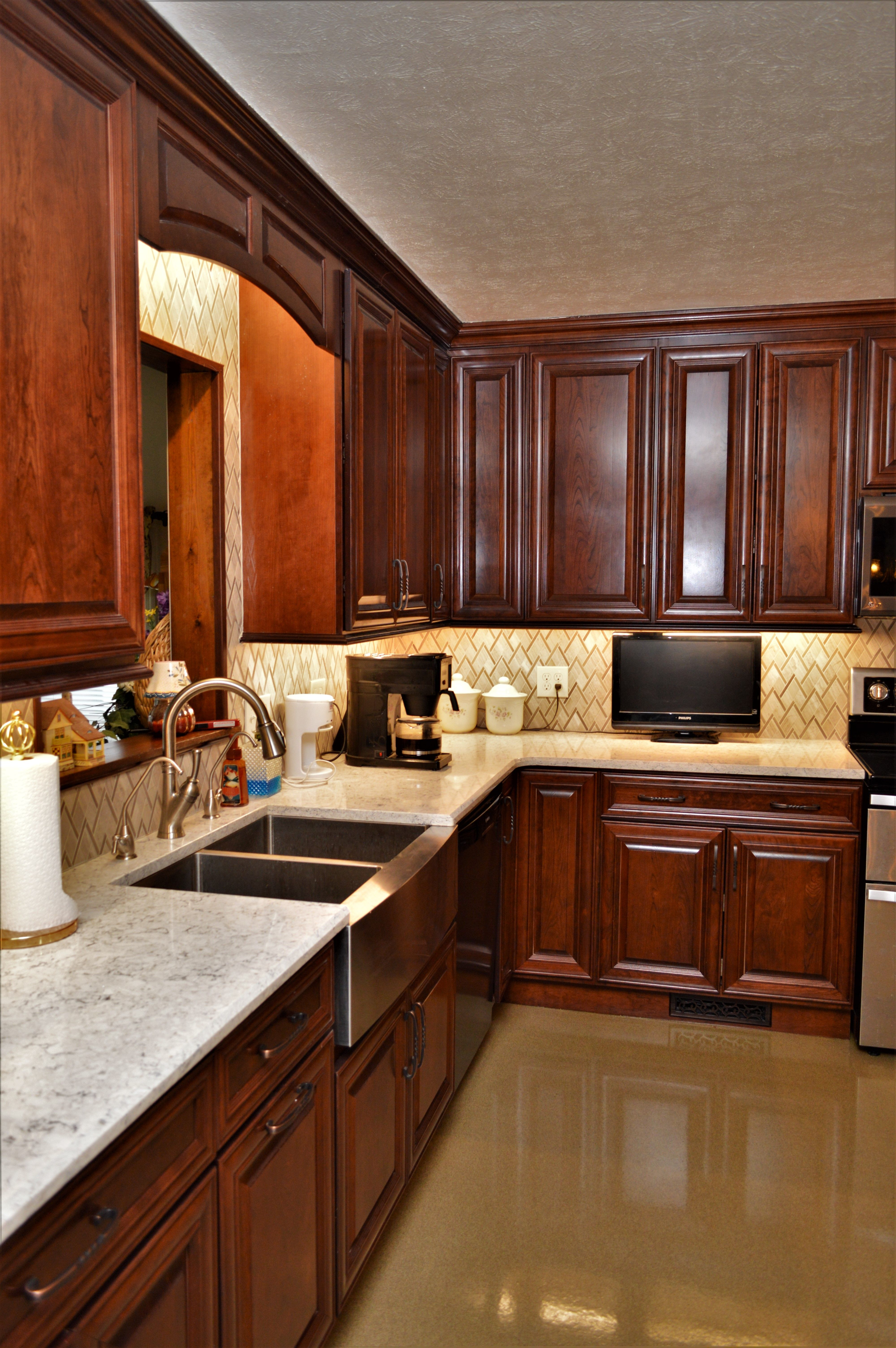 Cabinet Brand Haas Signature Collection Wood Species Cherry Cabinet Finish Bourbon Disc Kitchen Cabinet Design Cherry Cabinets Kitchen Home Decor Kitchen