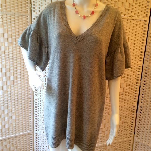 fcc81d83f98ced BCBGMAXAZRIA Sweater Tunic Very cute tunic sweater, perfect with leggings.  Puckered detail on sleeve, and in back at neck. Worn once. Dry clean only.