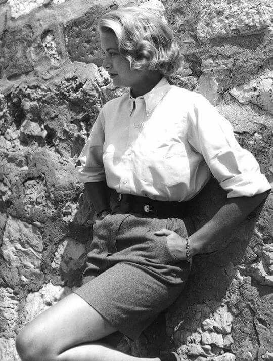 A elegância de Grace Kelly durante as filmagens de Catch a Thief,  1955. Linda, né gente? Curta Cinema Clássico