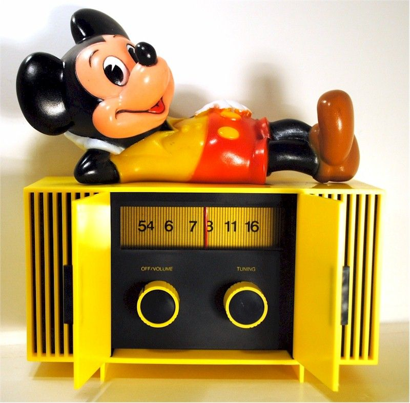 Mickey Mouse Novelty Radio Not Into These Usually But This Guy S An Exception Vintage Mickey Vintage Radio Antique Radio