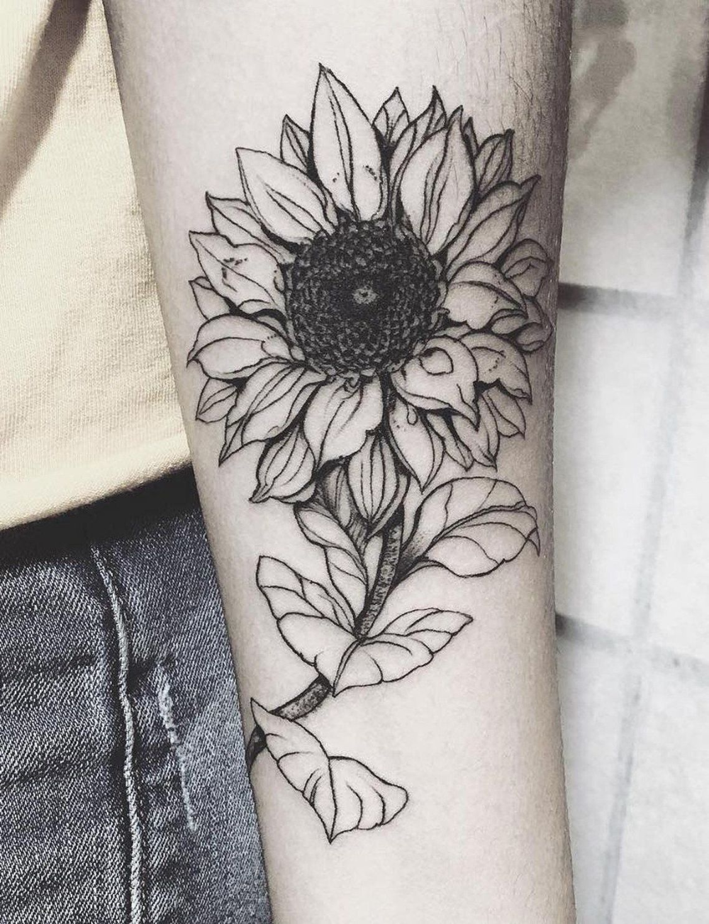 The Arm Is One Of The Most Common Places To Get A Tattoo And For Good Reason The Size And The Shape Of Th In 2020 Sunflower Tattoos Vintage Flower