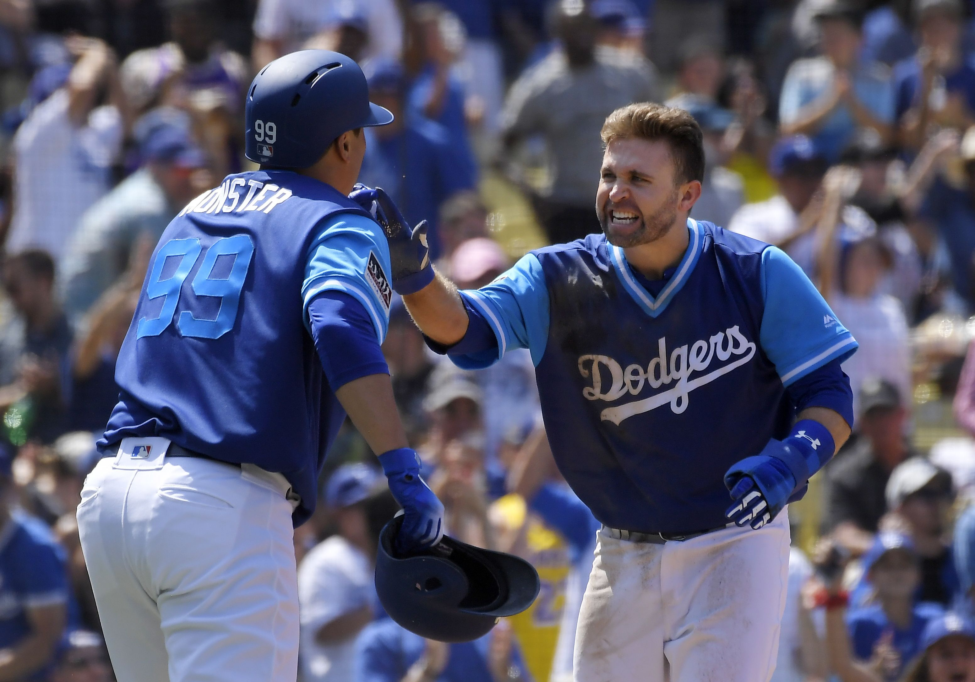 Justin Turner Drives In Five Runs To Power Dodgers Past Padres Https Ift Tt 2wodbc7 Dodgers Justin Turner Padres