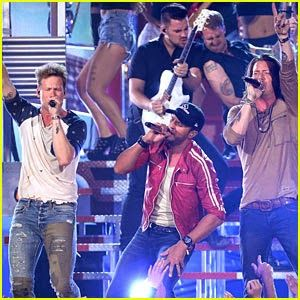 """Chatter Busy: Florida Georgia Line And Luke Bryan Perform """"This is How We Roll"""" At Billboard Music Awards 2014 (VIDEO)"""