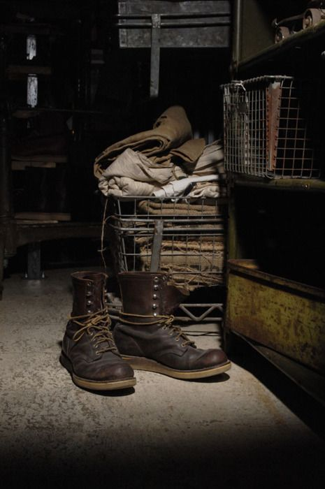 Love these boots, but really dig the lighting in the photography for this shot!