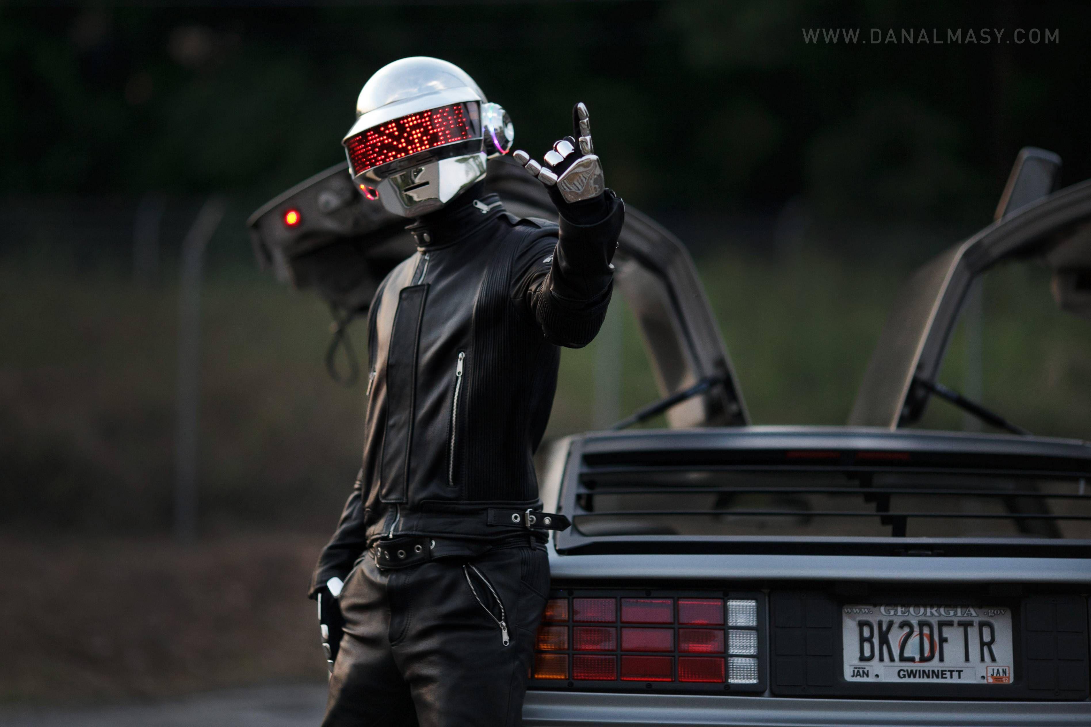 Pin By Amanda On She Dreams In Digital Daft Punk Helmet Daft Punk Daft Punk Faces